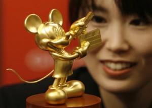 純金製のミッキーマウス像