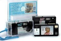 プラザクリエイトが8月に発売する使い捨てのデジタルカメラ「エコデジモード」。携帯電話の部品を再利用している