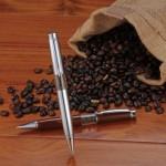 ペンからコーヒーの香りが! 東海商事の「コーヒーペン」(各820円)